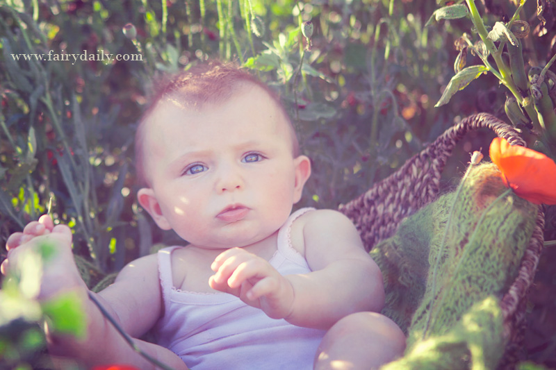 Fairy Daily, Elena Tihonovs, photos du bébé du 6 mois à l'exterieur