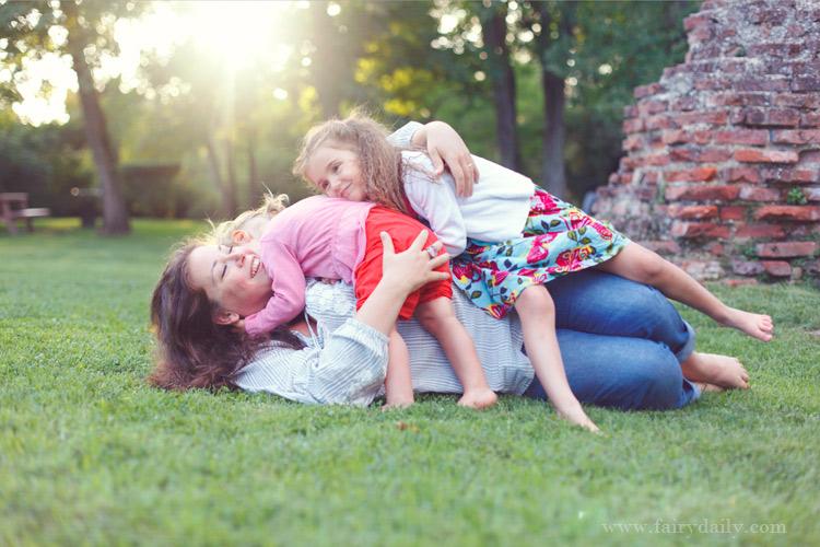 www.fairydaily.com, photographe enfants tarn, maman avec deux filles