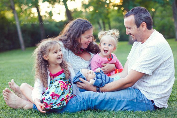 fairy daily, photographe de familles heureuses, famille avec trois enfants