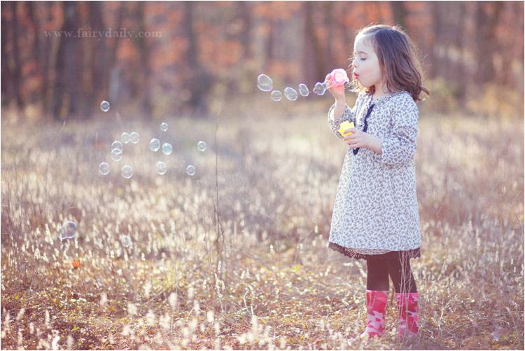 Fairy Daily, photographe enfants toulouse, petite fille avec les bulles de savon