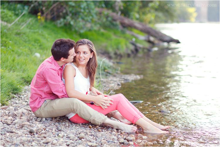 fairy daily, couple au bord du tarn, les pieds dans l'eau