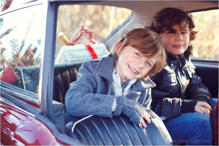 FairyDaily, Elena Tihonovs, photographe, famille, hiver, soleil, voiture, les frères