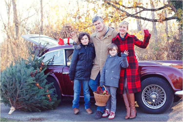 FairyDaily, Elena Tihonovs, photo du famille, noel, voiture, manteau rouge