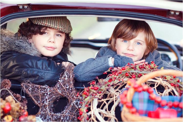 FairyDaily, Elena Tihonovs, photographe, décoration de noel, deux freres, voiture retro, triumph